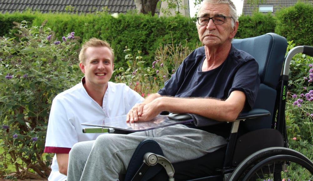 BetuweZorg collega met bejaarde man